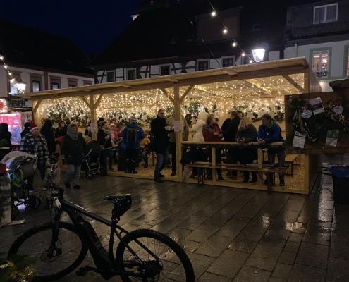 Weihnachtszauber 2019 neue Hütte mit Besuchern